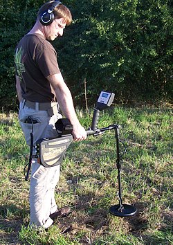 Operator is using the treasure detector Rover Deluxe in ground scan mode